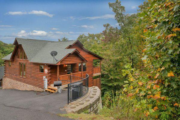 Family Ties Lodge - Luxury 4 Bedroom Pigeon Forge Cabin