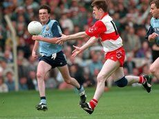 All Ireland Football Semi-Final 1993. Derry vs Dublin. Enda Gormley of Derry on the attack. ©INPHO
