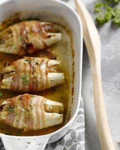 Het is een iets anders dan de klassieke witloof met ham, deze witloofstronkjes gevuld met gehakt. Serveer met gekookte aardappelen of aardappelpuree. Smakelijk!