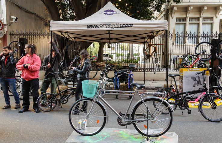 Ecobici: Disfrutá del transporte público en bicicletas de la ciudad. Es gratis, las 24 horas, todos los días del año.