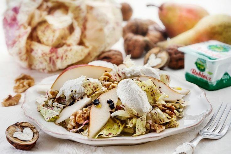 Insalata di radicchio variegato, robiola, pere e noci