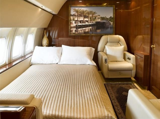 Private Jet Boeing 737200 Advanced Bedroom Interior 1  OH WOW A Door Int
