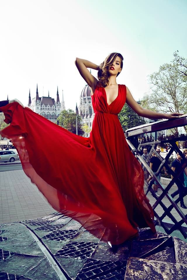 Daalarna Couture red dress in Budapest. Photo: Vivienne Balla Stylist: Evelin Sándor