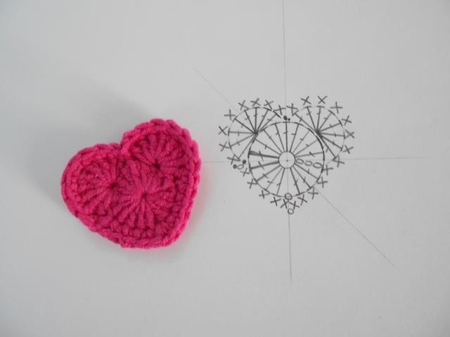 202 best Corazones Crochet images on Pinterest | Crochet hearts ...