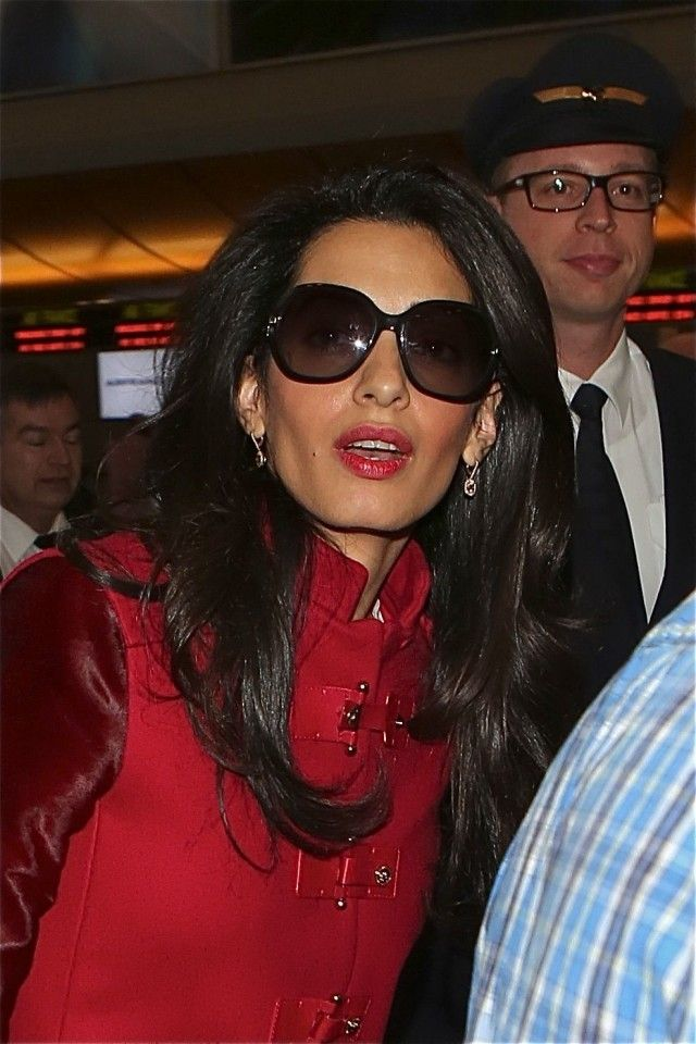 Leave It To Amal Clooney To Look This Effortlessly Cool As She Dashes Through The Airport