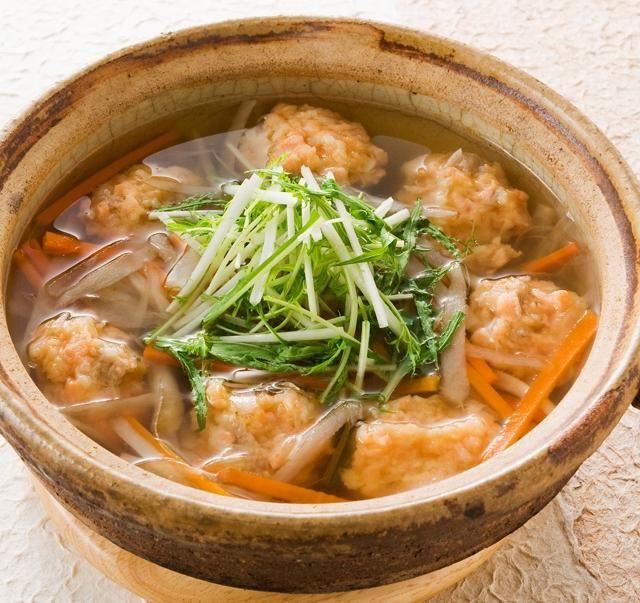 鮭の切り身を使えば、つみれも簡単に作れますよ。つゆは白だしを薄めるだけです♪ - 89件のもぐもぐ - 鮭のつみれと根菜の白だし鍋 by いいだし、いい鰹節。ヤマキ