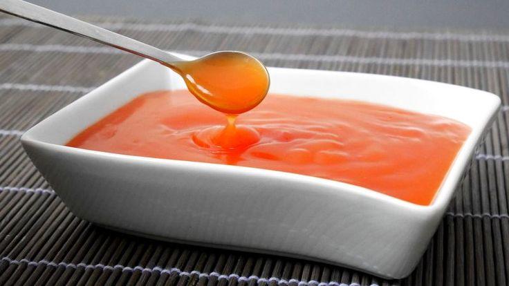La salsa agrodolce cinese è deliziosa in abbinamento a ravioli al vapore ed involtini primavera.