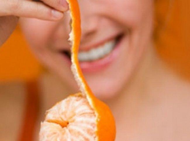 Sezóna citrusov vnašich podmienkach charakteristická predovšetkým pre zimné mesiace. Napokon, asi nikto znás si nevie predstaviť nadchádzajúce vianočné sviatky bez misy voňavých exotických plodov. Samozrejme, obenefitoch tohto druhu ovocia pre naše zdravie toho vieme veľmi veľa. Môžeme však nejako využiť aj šupku ztýchto plodov? Prinášame vám 17 dôkazov, ktoré vás presvedčia, že šupka zcitrusov by...