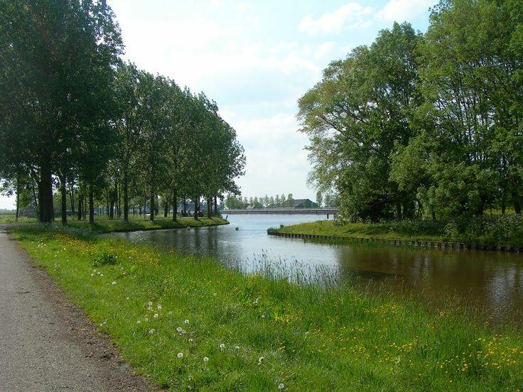 Gaarkeuken - Gaarkeuken (Gronings: Goarkeuk'n of Goarkeuken) is een gehucht net ten zuiden van Grijpskerk, gelegen aan het Van Starkenborghkanaal in de Nederlandse provincie Groningen. Het gehucht heeft zijn naam te danken aan de gaarkeuken, dat wil zeggen een eenvoudig restaurant annex café). Deze gaarkeuken stond bij de Sluis Gaarkeuken in de vaarverbinding van Groningen met Friesland.