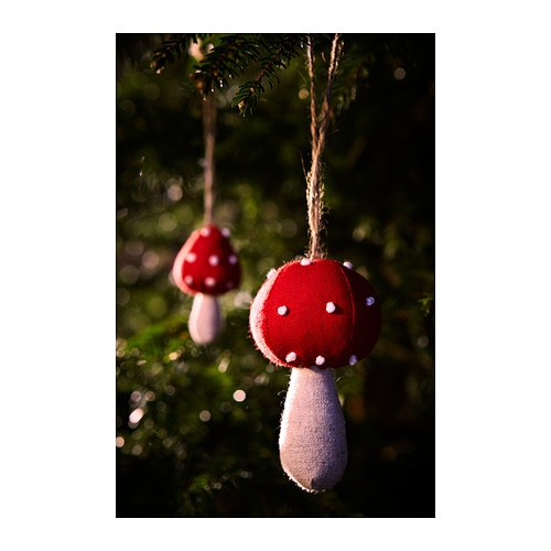 I think I may need to decorate with mushrooms this year... Ooh fairies at the bottom of the garden theme?