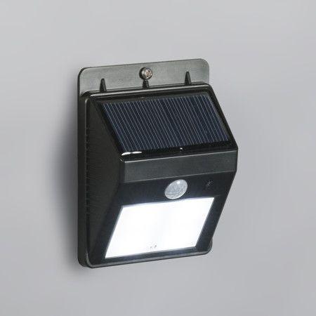Wandleuchte Twilight schwarz mit Sensor: Solarleuchte mit Dämmerungssensor und Bewegungsmelder. Schaltet sich im Dunkeln dauerhaft in gedimmtem Modus ein und bei Bewegung wechselt sie zur vollen Lichtleistung. #Wandleuchte #Sensorleuchte #Außenleuchte #Bewegungsmelder #Dämmerungssensor