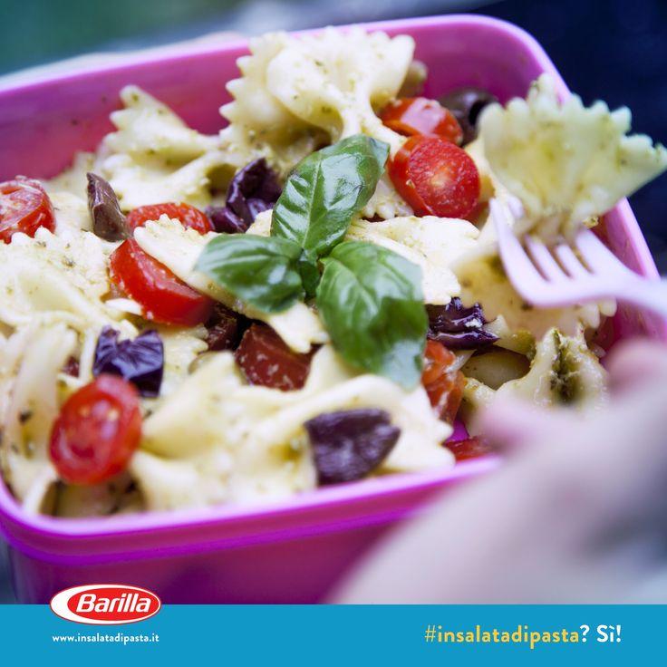 Insalata di pasta con pesto, olive taggiasche e pomodorini #insalatadipasta #Barilla