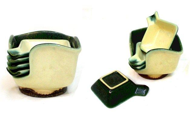 http://de.dawanda.com/product/71103087-Set-aus-vier-kleinen-Schalen-in-Staender-vintage