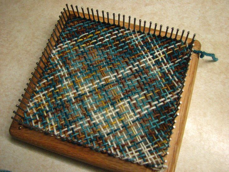 Schacht spindle Zoom loom. Pin loom weaving. Tartan. Project inspiration.