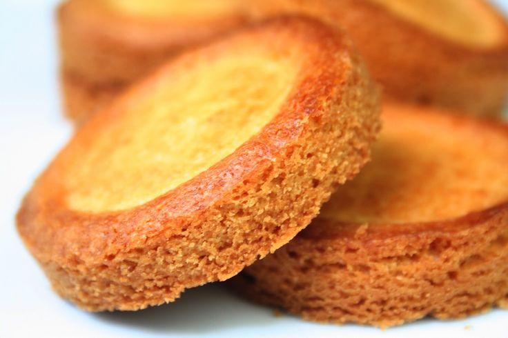 """""""TRAOU MAD"""" (40 g de jaune d'oeuf, 170 g de sucre, 260 g de beurre demi-sel, 30 g de lait entier, 400 g de farine, 1/2 c à c de levure chimique, lait écrémé pour la dorure)"""