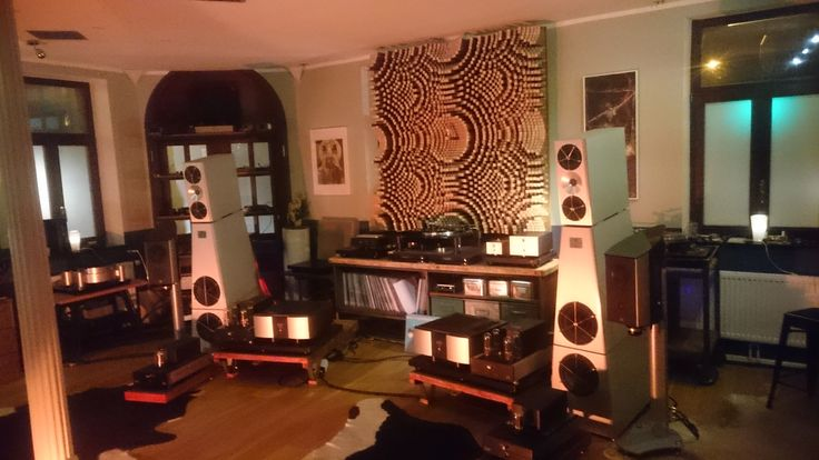 Acoustic quadratic diffuser QRD67 for the best sound.