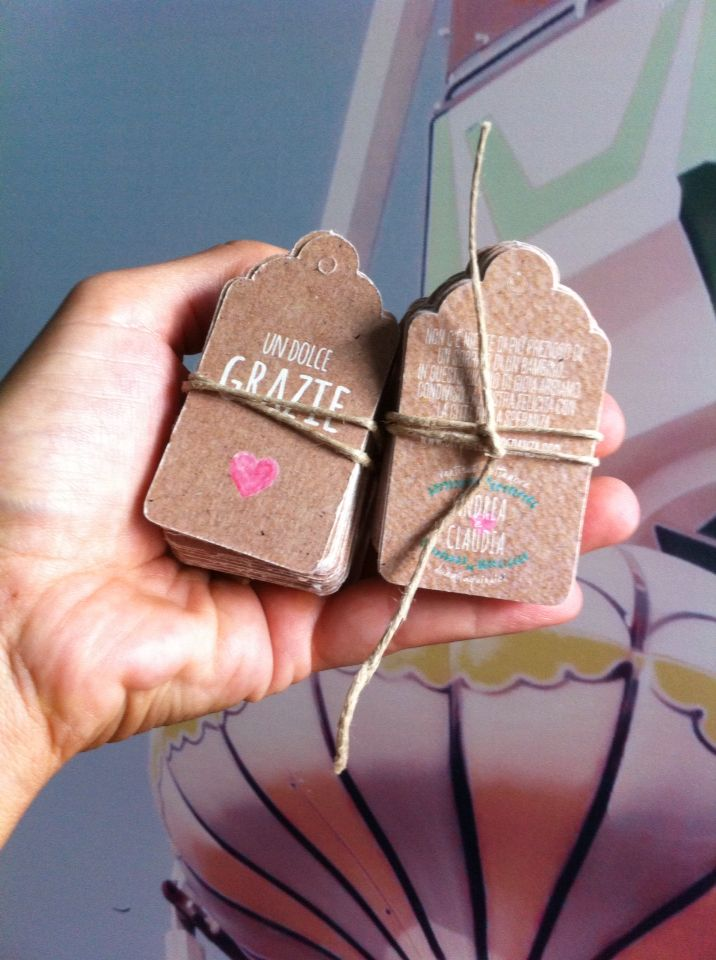Tag in carta craft per personalizzare le bomboniere