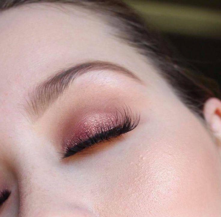 festive plum glitter eye shadow using the Anastasia beverly hills modern renaissance palette