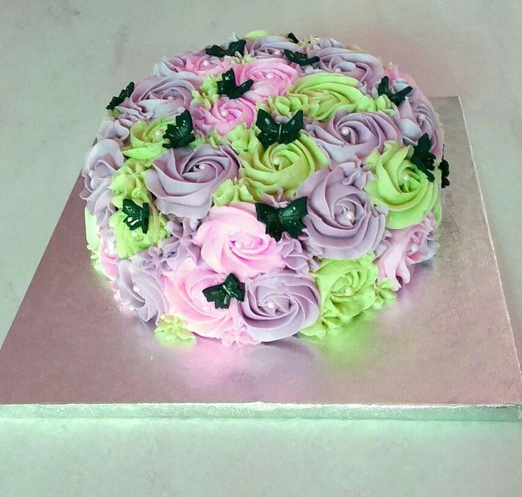 Romantic rosettes&butterflies cake