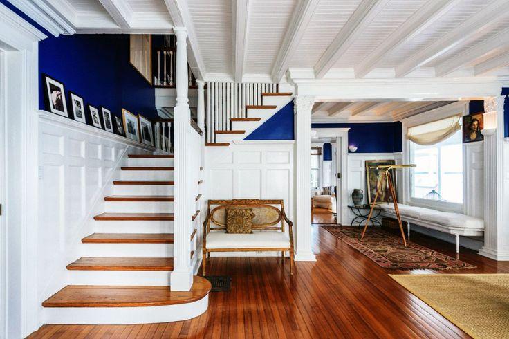 (S) hamptons-house-interior-stairs