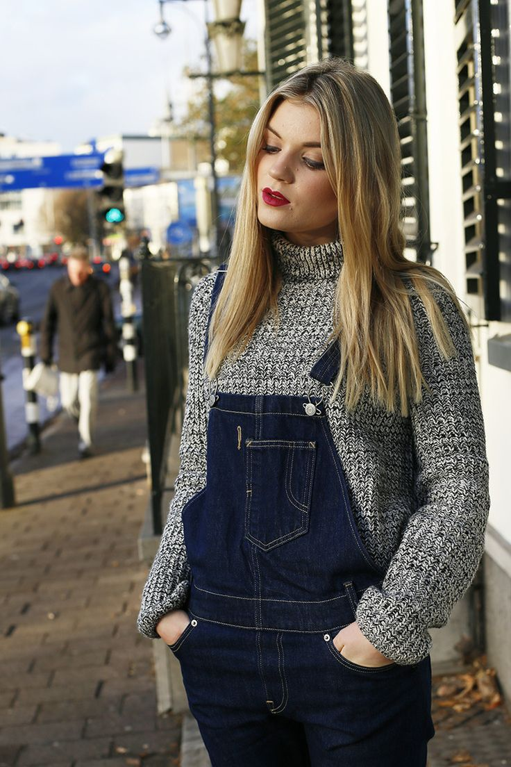 tuinbroek, dungarees, coltrui, nike air max, arnhem, otto, levi's, levi's tuinbroek, jeugdtrauma, hoog water, fashionblogger,, fashion is a party, catrice victorian poetry, blond, donkerrode lipstick  http://www.fashionisaparty.com/2016/12/tuinbroek.html/