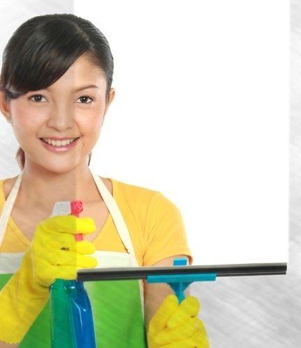 LIMPA-VIDROS CASEIRO - Ingredientes: um litro de água / três colheres de sopa de vinagre branco. Como fazer? Basta misturar as substâncias e utilizar um borrifador para aplicar a solução sobre a superfície a ser limpa. | Como age? O  principal componente do vinagre é o ácido acético, que tem boa capacidade para a remoção de gorduras sem deixar resíduos, além de possuir ação desinfetante. Onde usar? Na higienização de janelas e espelhos