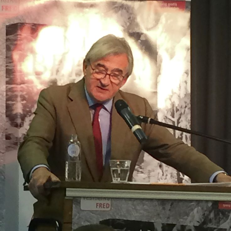This evening the well-known British historian Antony Bevor is addressing an audience at the occasion of his latest book's publication on the Battle of the Bulge in the Belgian Ardennes in december 1944. It is all or nothing for the army of the Third Reich. It's a tale of human tragedy - and sacrifice - on a grand scale that Bevor recounts tonite. At the premises of Paagman bookstore on the Frederik Hendriklaan in The Hague.
