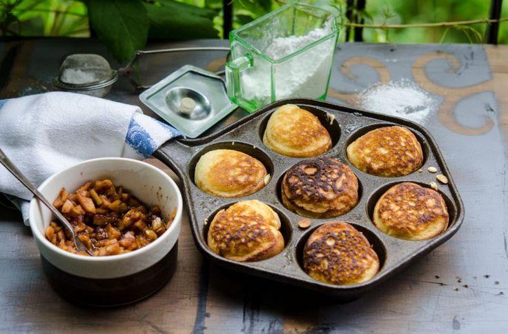 Recept på aebleskiver. Danska pannkakor som jag fyllt med äppelkompott. Foto: Liselotte Forslin