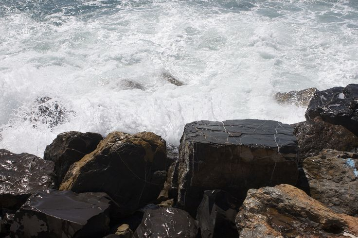 Sea and rocks - null