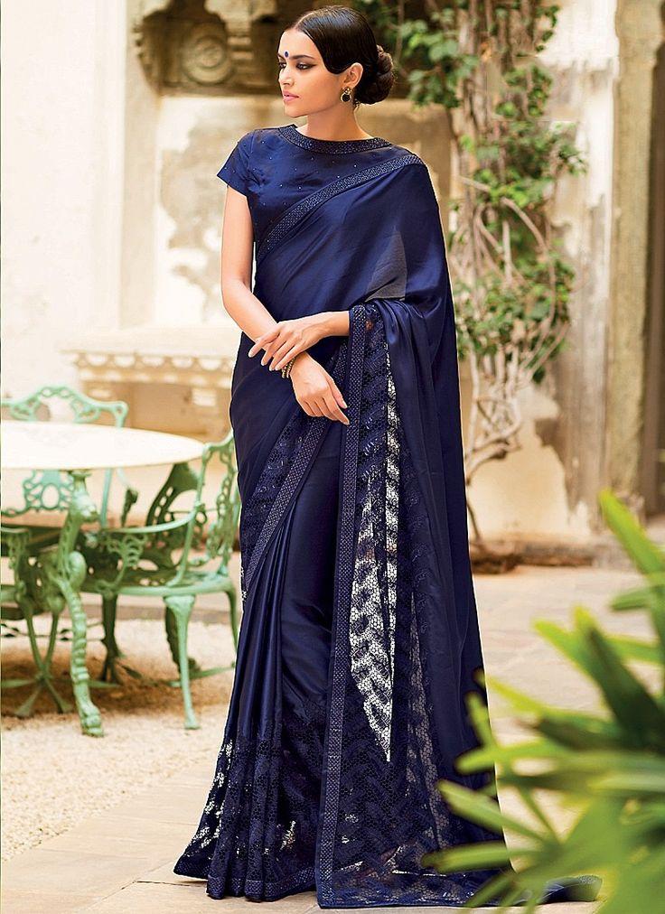 Sari indien Pucka Bleu marine Georgette Sur fabrication Net doté d'une touche d'originalité exceptionnelle. Son design conçu avec beaucoup de goût lui confère un côté élégant et raffiné.