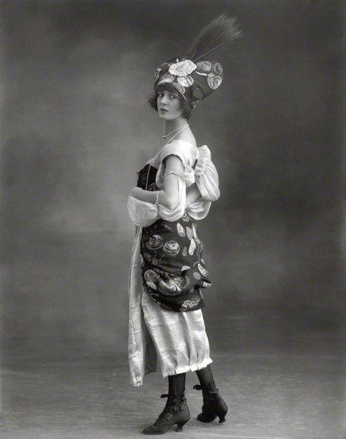 Julia James by Bassano, 1914. #Edwardian #vintage #fashion