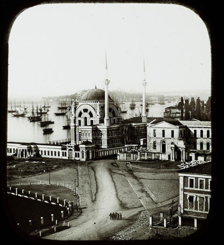 Dolmabahçe Camii ve Çevresi / 1850′ler Claude-Marie Ferrier fotoğrafı Pierre de Gigord Collection