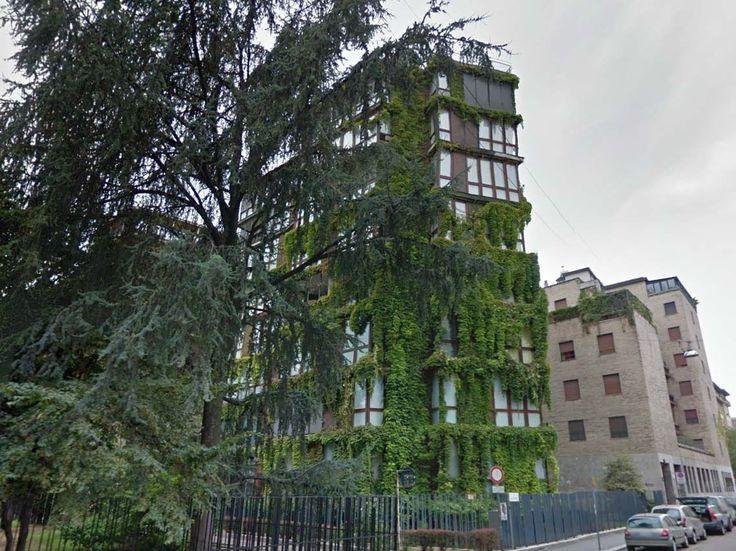 Edificio per abitazioni, Angelo Mangiarotti e Bruno Morassutti, 1959-1960, via Quadronno 24 Mi ricordo che da ragazzino la vista di quest'edificio mi suscitava già un certo interesse e ammirazione, e così il palazzo adiacente. Mi piaceva tantissimo la forma: così moderna e piena di finestre, rivestita in legno e con il particolare della vite americana …