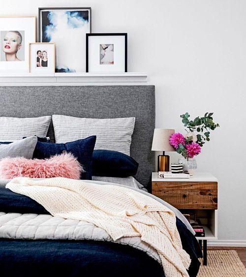 Стильная светлая спальня с контрастными элементами декора