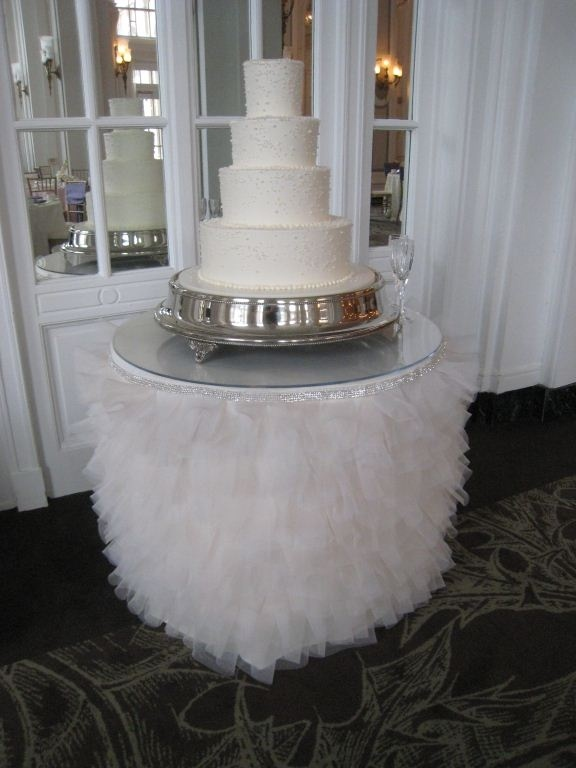 elegant wedding cake table ideas 1000 images about cake table on tablecloths 13992