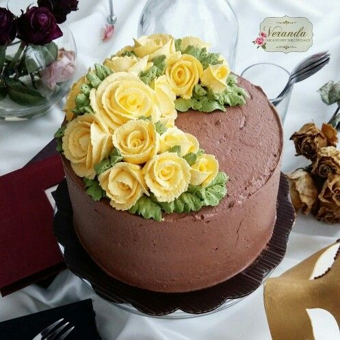 Chocolate Cake Crescent Flower