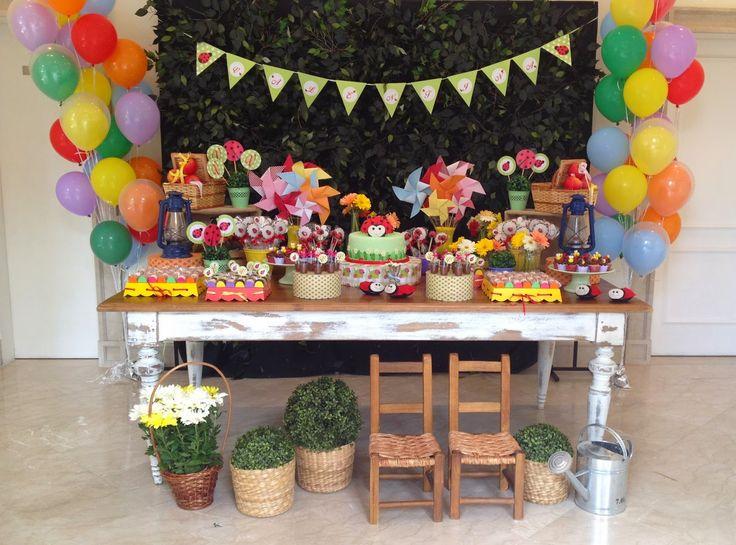 Festa no tema Joaninha! Simples, colorida e charmosa!