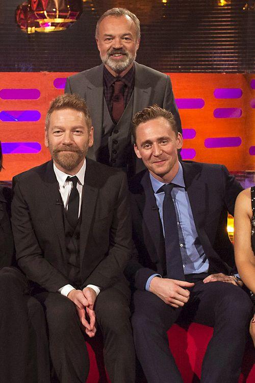 Tom Hiddleston, Sir Kenneth Branagh, Robert De Niro and Anne Hathaway on the Graham Norton Show at the London Studios. Source: Torrilla, Weibo. Full size image: http://ww3.sinaimg.cn/large/6e14d388gw1ewluzinr0yj21kw11ydyn.jpg