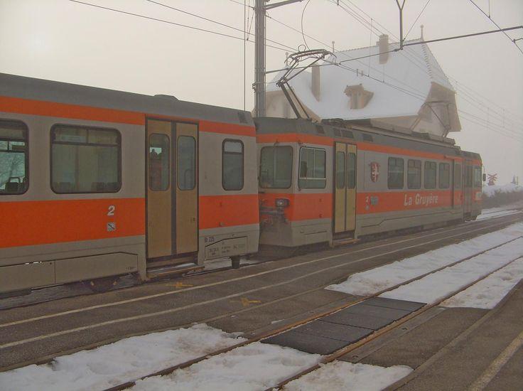 Ski de randonnée au Vanil du Van (Le Van) depuis Grandvillard, en passant par Les Merlas. Retour par la...  Il a neigé en semaine, 20cm de neige sur l'arc lémanique et en regardant l'image du radar météo, la neige est tombée au nord des alpes. Je décide donc de partir pour les préalpes fribourgeoises. Je prends donc le train de la Gruyère pour arriver à Grandvillard.  https://www.transpiree.com/randonnee/grandvillard_les_merlas_le_van/