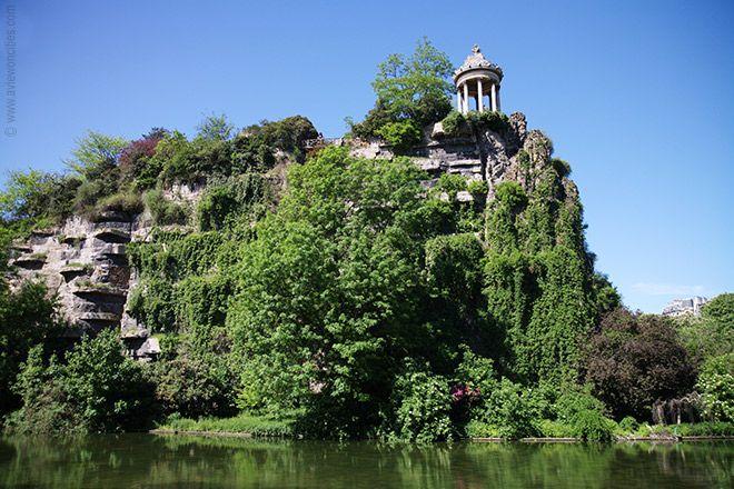 Le Parc des Buttes Chaumont, Paris. Un des plus bel endroit de la capitale. (France)