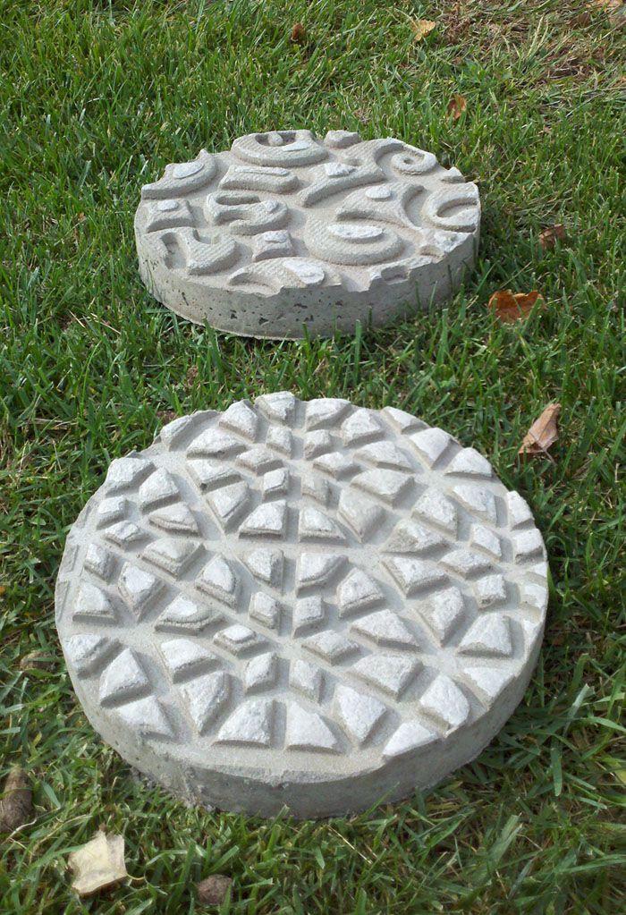 DIY Garden Stepping Stone Ideas & Tutorials! - Use textured door mats for concrete form!