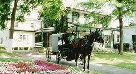 Amish Farm and House - Sightseeing, Bus Trips, Group Tours