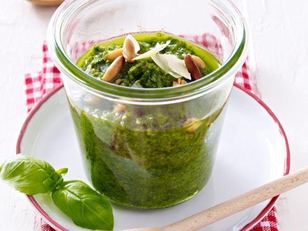 Unser beliebtes Rezept für Pesto Genovese und mehr als 55.000 weitere kostenlose Rezepte auf LECKER.de.