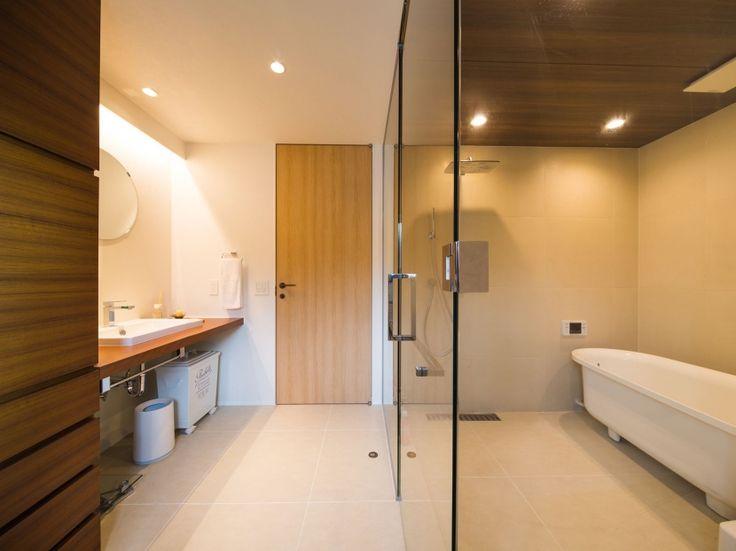 こだわりの雑貨たちが映えるナチュラルモダンな家(リノベーション)の部屋 浴室・洗面室1