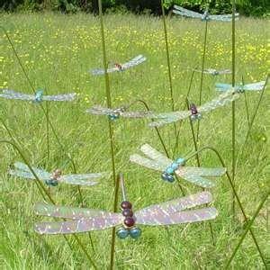 DIY Yard Art Ideas | ... .com/images/search?q=Dragonfly+Art&qpvt=button+art&FORM=RESTAB#x0y0
