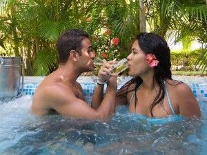 Couples enjoy their evenings in the Dominican Republic with Lifestyle Holidays Vacation Club