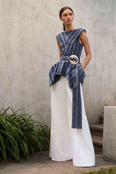 320c0b6a8389 Sfilate Carolina Herrera - Pre-collezioni Primavera Estate 2018 -  Collezione - Vanity Fair