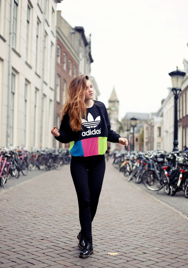 rita ordi, fashion is a party, adidas originals x rita ora, adidas originals x rita ora sweater, dr. martens, dr. martens patent black, bershka, dior addict it-liner it pink, roze eyeliner, neon, neon fashion trend, utrecht, fashion blogger, fashion is a party outfits