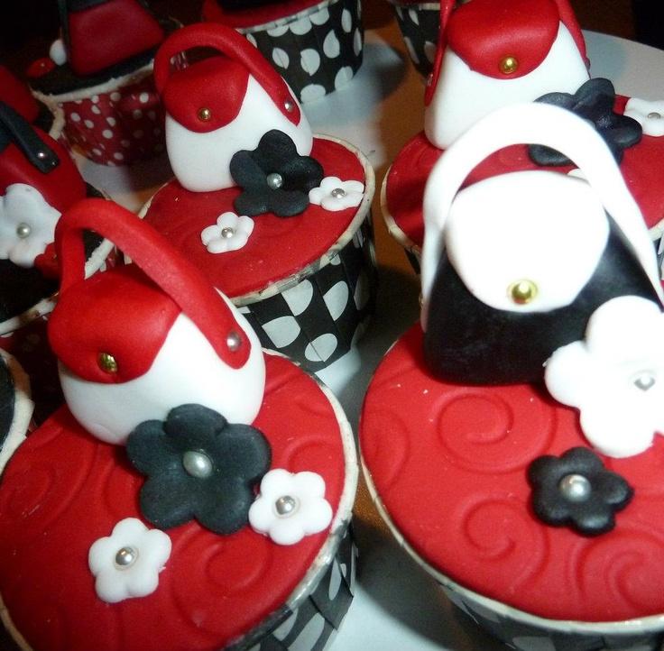 Hand bag cupcakes