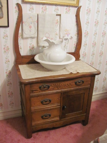 wash stand - very useful prior to running water in the house